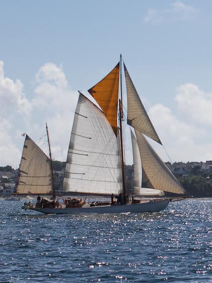 photo bateau toutes voiles dehors - Skeaf